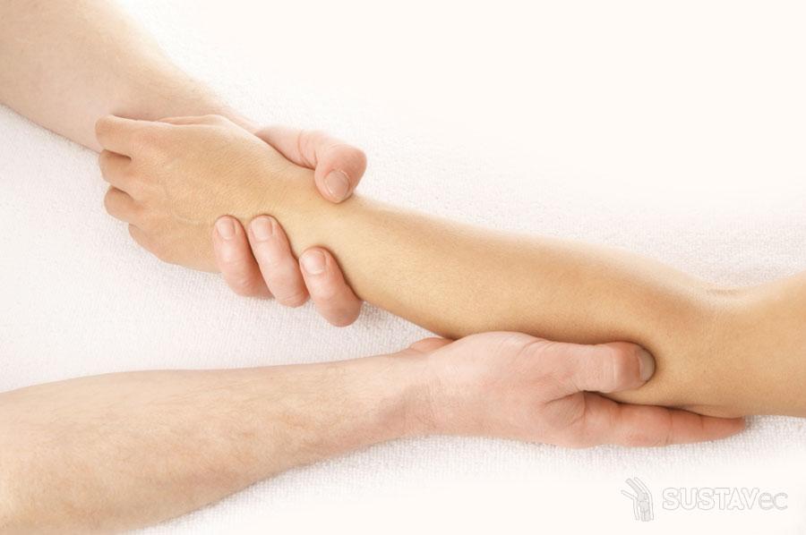 Гигрома локтевого сустава у человека разрыв связок голеностопа опухшие суставы